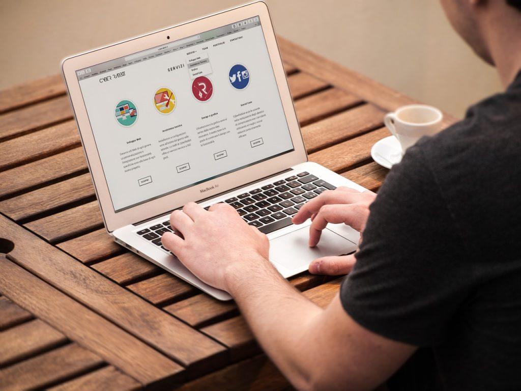 Perbedaan shared hosting dan dedicated hosting